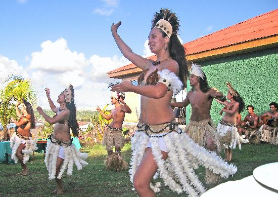 Hotel Hangaroa Eco Village & Spa: Enthusiastic dance exhibition