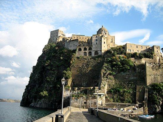 Isola d'Ischia, Italia: Castello Aragonse in Ischia Ponte