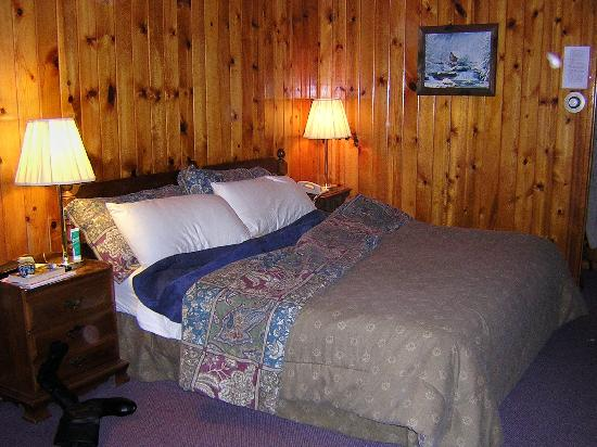Timber Inn Motel: The Room