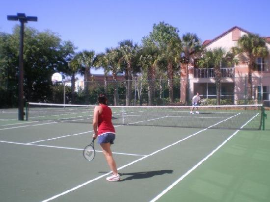 Blue Tree Resort at Lake Buena Vista: tennis court/bbal court
