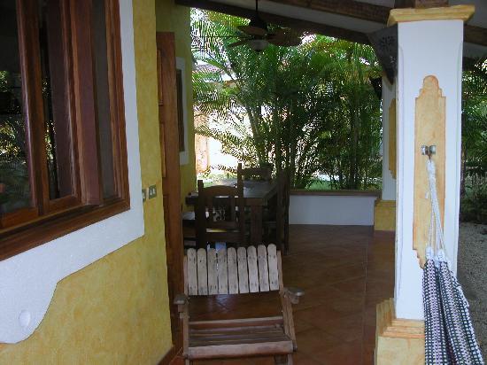 Villas Kalimba: Porch area