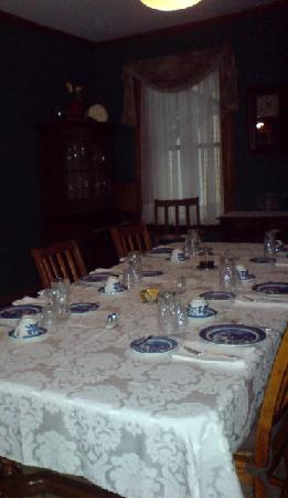 York House Bed and Breakfast: beautifully laid table for breakfast