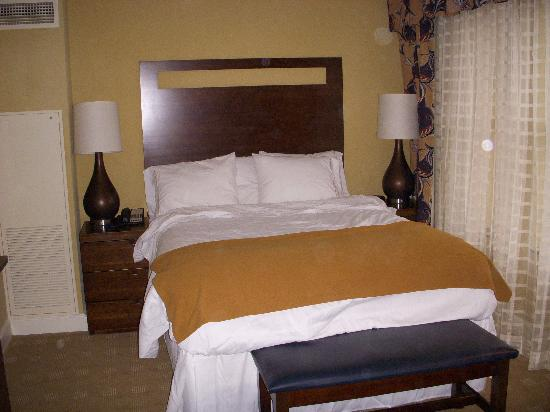 Holiday Inn Express Savannah - Historic District: Room at the Holiday Inn Express Bay St.