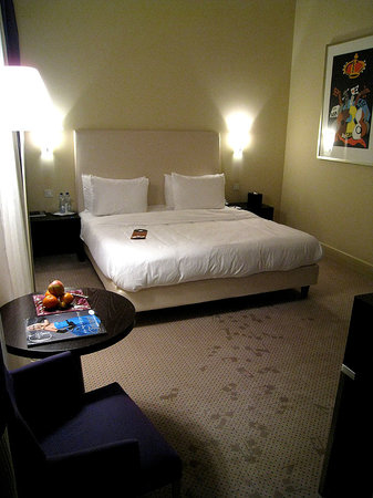 Aria Hotel: Another angle of bedroom 205