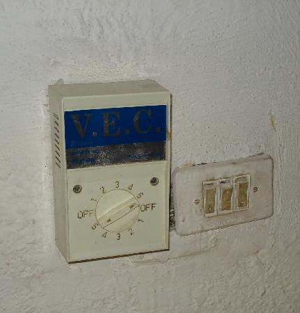 Colonial Cancún Hotel: dirty controls for fan