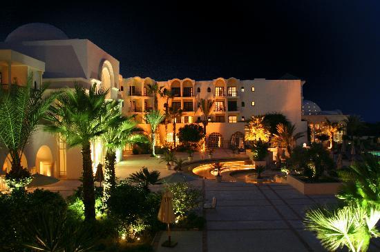 The Residence Tunis: De nuit depuis notre balcon