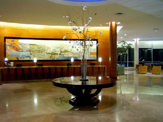 Sheraton Miramar Hotel & Convention Center: Front Desk