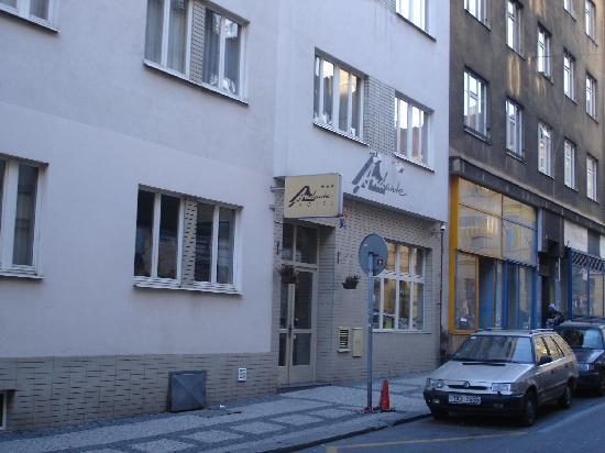 Andante: Andante Hotel