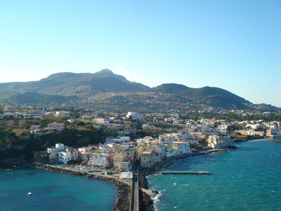 Île d'Ischia, Italie : View of island from castle