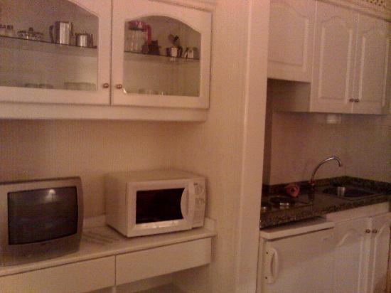 Masaru Apartments: cocina