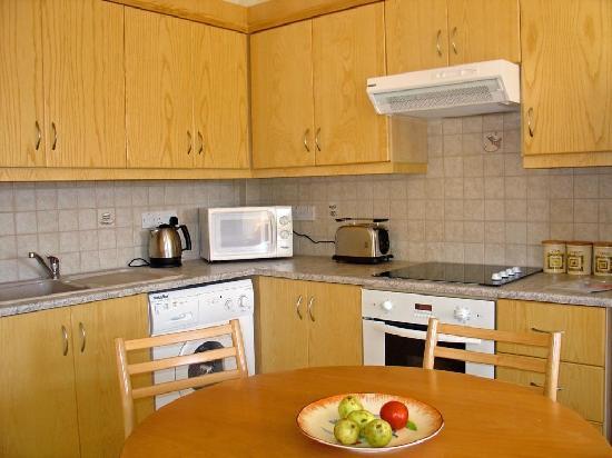 La Casa Di Napa: Kitchen area