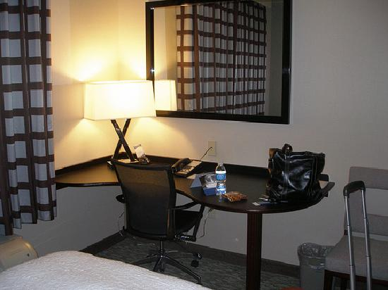 Hampton Inn Carlsbad-North San Diego County: workstation and wireless access