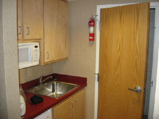 Hillside Inn at Killington: The kitchenette and bathroom door.