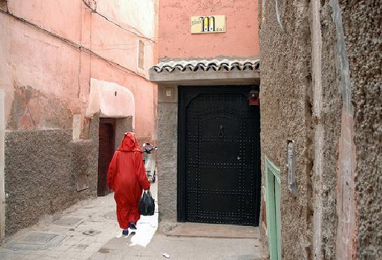 Riad Miski: L'entrée du Miski, dans une ruelle de la Medina.