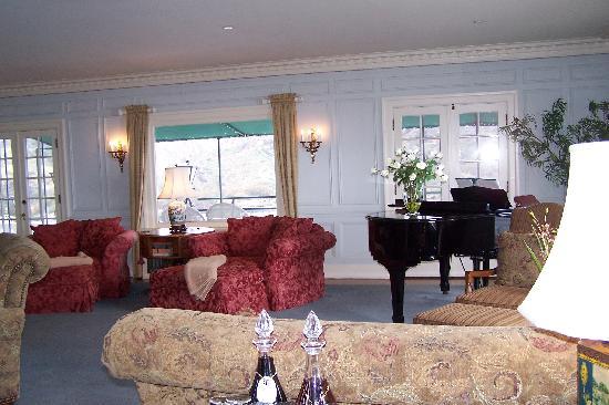 Mt. Ada: Living Room