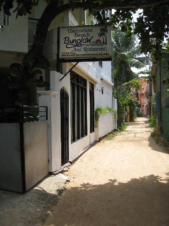 Unawatuna Beach Bungalow Hotel: The UBB, just metres from the sea.