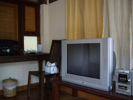 Ao Nang Premier Resort: TV
