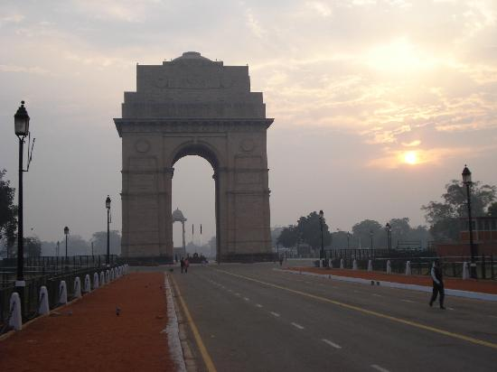 Нью-Дели, Индия: India Gate in Delhi, early morning