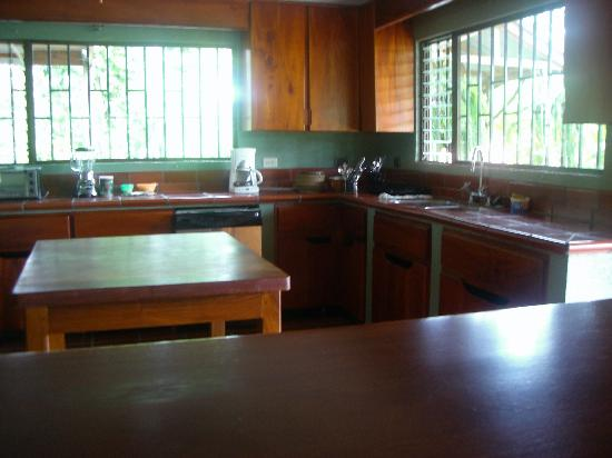 Finca Luna Nueva Lodge: kitchen we had access to