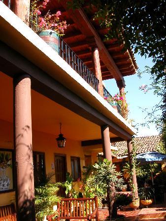 Posada de los Angeles : Downstairs patio