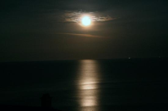 Monopati Residence: Moonrise from the terrace