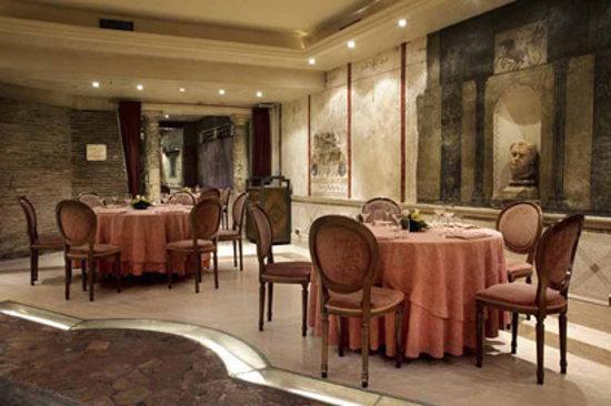 Apuleius : Dinning area