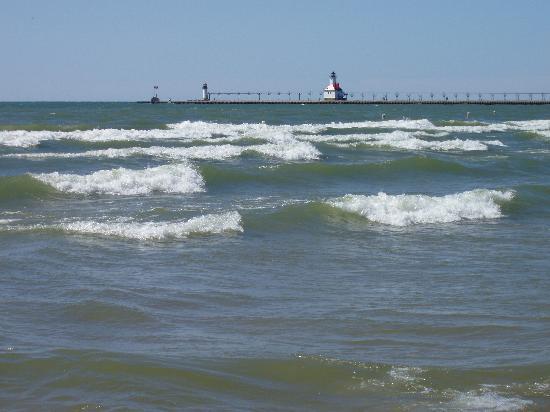 Silver Beach County Park: Lake Michigan waves