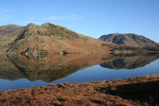 Buttermere, UK: Crummock Water Reflections