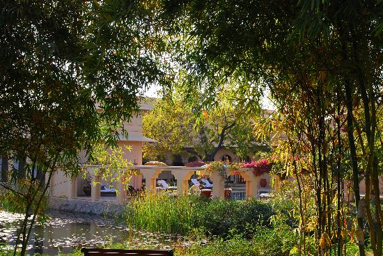 The Oberoi Vanyavilas: Beautiful grounds of Vanyavilas