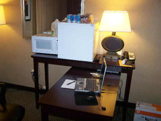 DoubleTree by Hilton Hotel Pittsburgh-Meadow Lands: small frig and microwave
