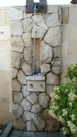 The Bale: Outdoor showers, Yay!