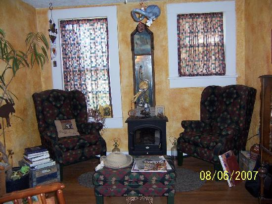 Sulphur Springs Inn: sitting area at the inn