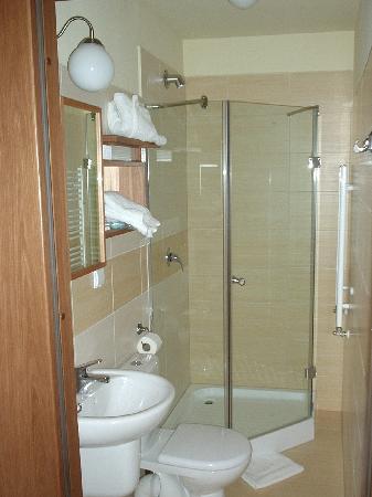 Sleza Pension: Bathroom