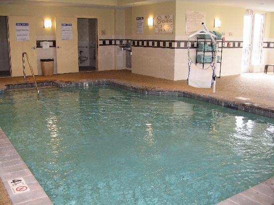 ‪‪Hilton Garden Inn Mystic Groton‬: Inviting Swimming pool‬