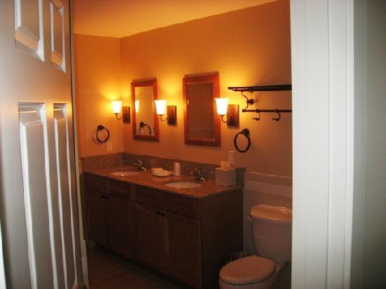 Jackson Gore Inn: Lovely bathroom