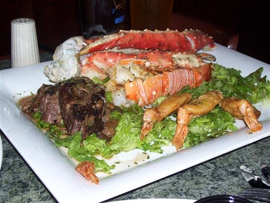 Goodfellow's Italian Chop House: Alaskan king crab, filet, shrimp, potatoes..the couples dinner
