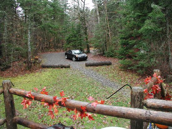 Moosehead Hills Cabins: parking