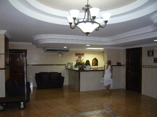 Hotel Milan: lobby 1