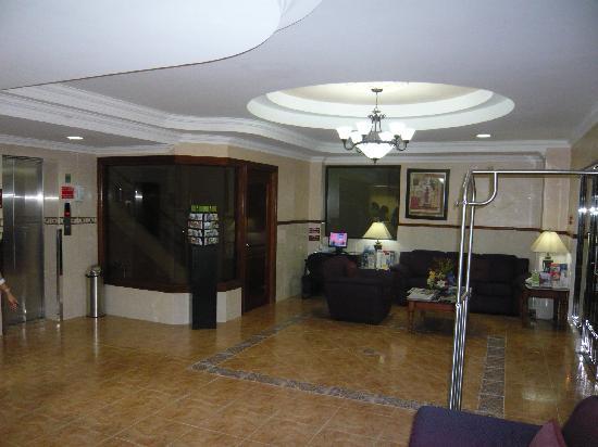 Hotel Milan: lobby 2