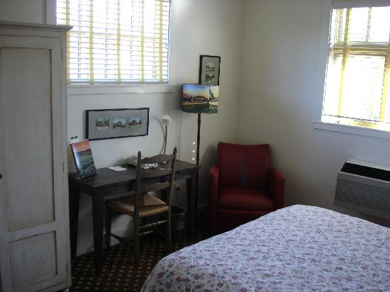 Sonoma Creek Inn: bedroom