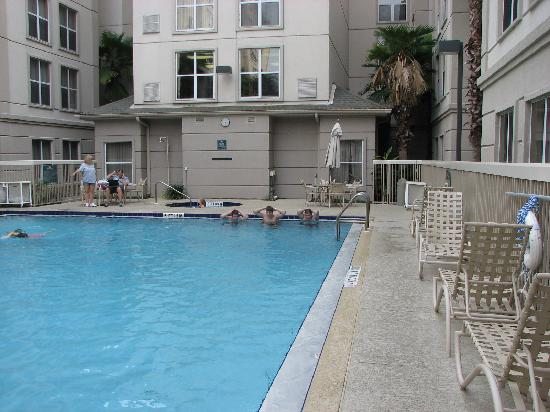 Homewood Suites Orlando-International Drive/Convention Center: small uninspiring pool area