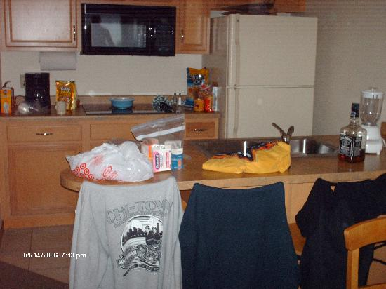 Timber Ridge Lodge & Waterpark: kitchen area from diner table
