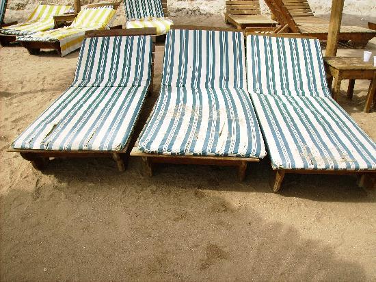 Maxi Village Sinai Garden: i letini in spiaggia
