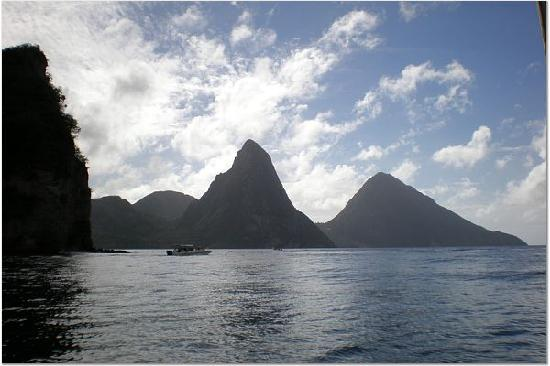 Ti Kaye Resort & Spa: Piton mts from the water