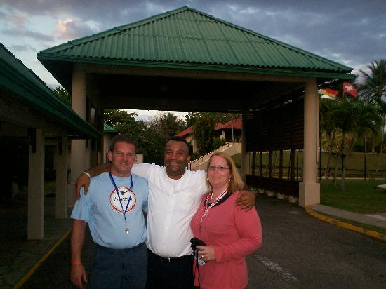 Occidental Caribbean Village Playa Dorada: My husband and I with Frankie just before leaving :(