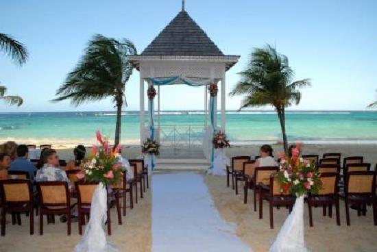Hotel Riu Ocho Rios Beach Gazebo Set Up For Our Wedding