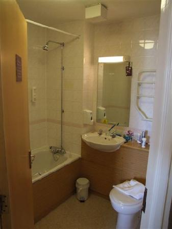Premier Inn Liverpool North Hotel: Bathroom 61