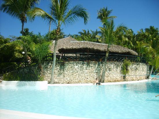 ريو نايبوا أول إنكلوسف: piscine
