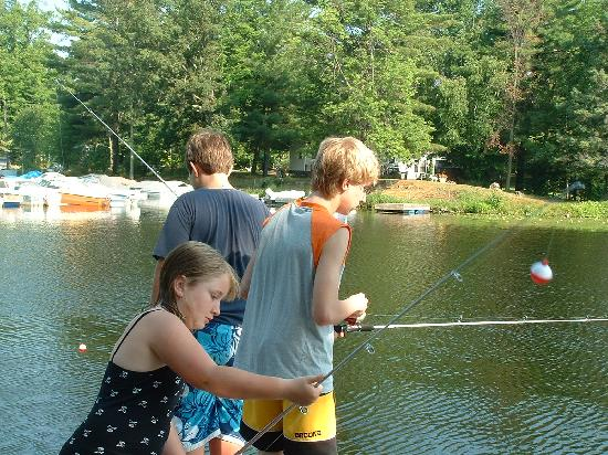 Pine Vista Resort: fishing from docks----july 2007
