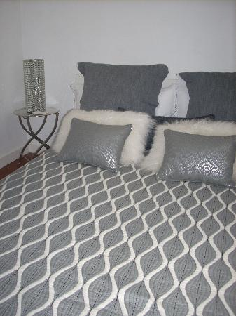 Hotel Portes 9: my room...siliver musk...